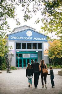 Family walking to entrance of Oregon Coast Aquarium