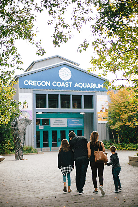 Family walking to entrance of Oregon Coast Aquarium